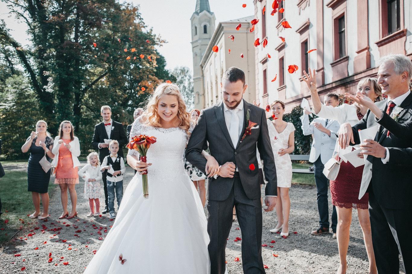 Špalír a květy na svatbě
