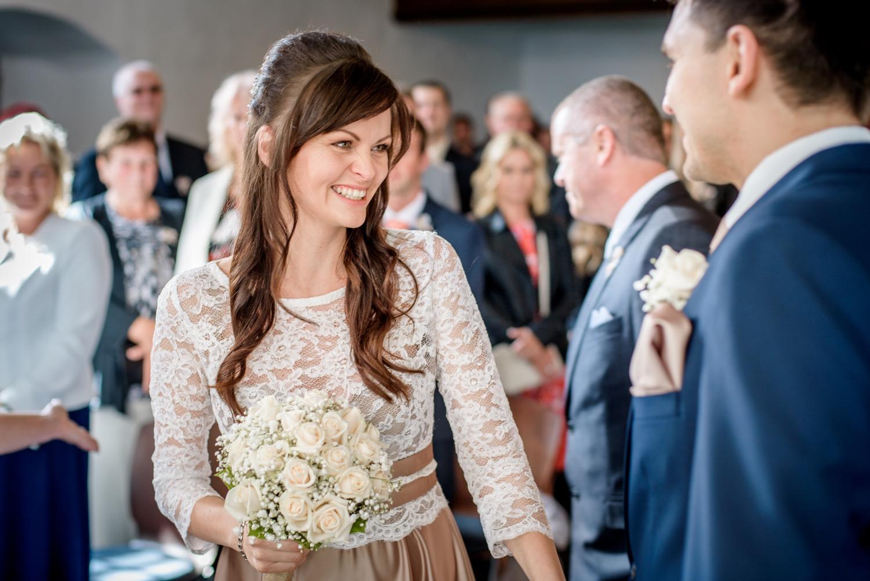 ženich vítá nevěstu
