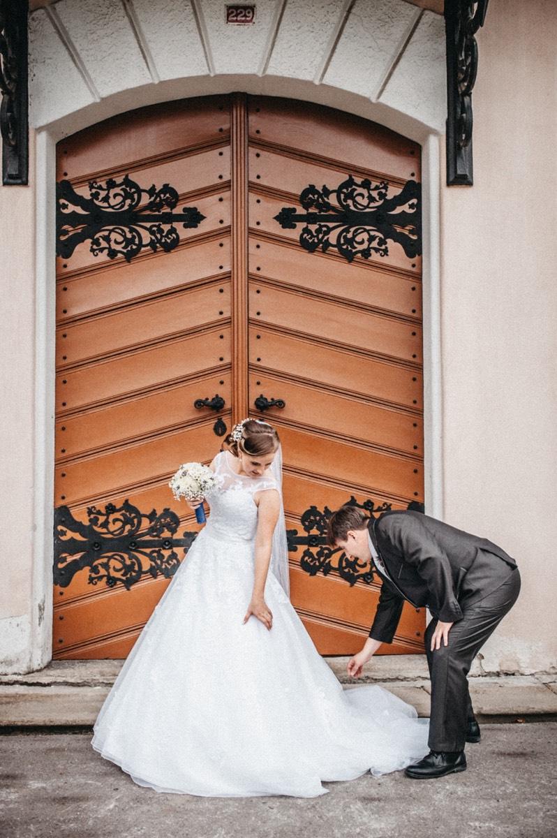 Srovnání svatebních šatů