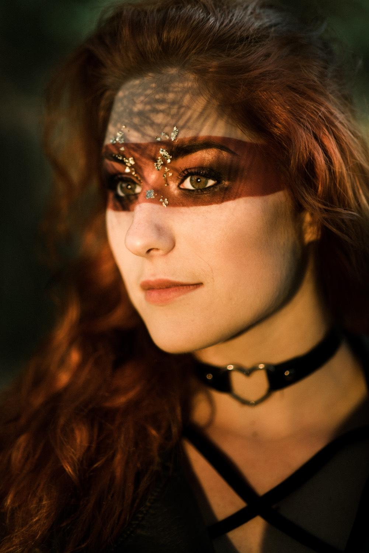 Fotografie portrétní, stylizovaná (Jan Lipina) s make-upem od Kláry Gojové, modelka Kristýna Benešová