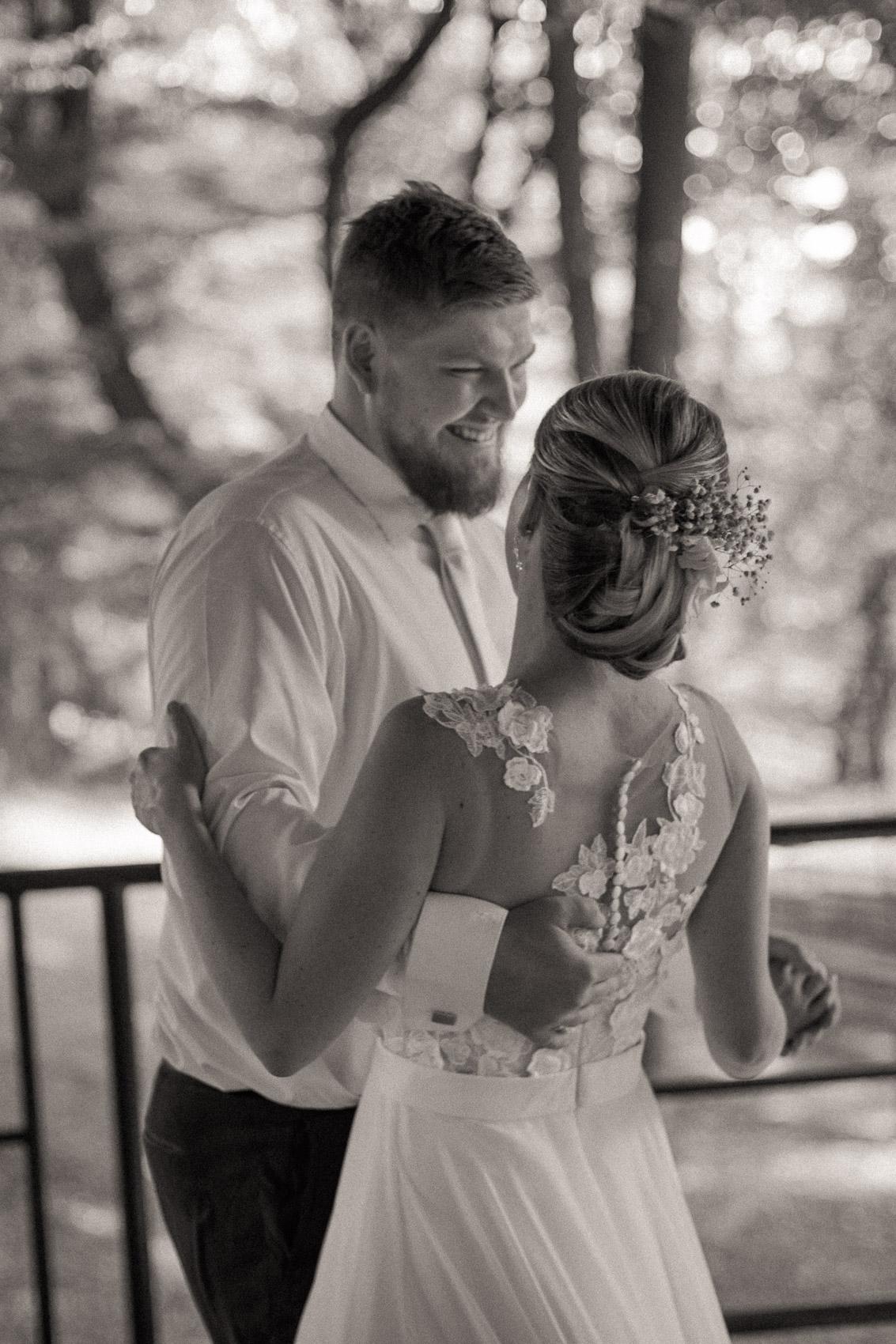 portréty novomanželů v klimkovickém parku