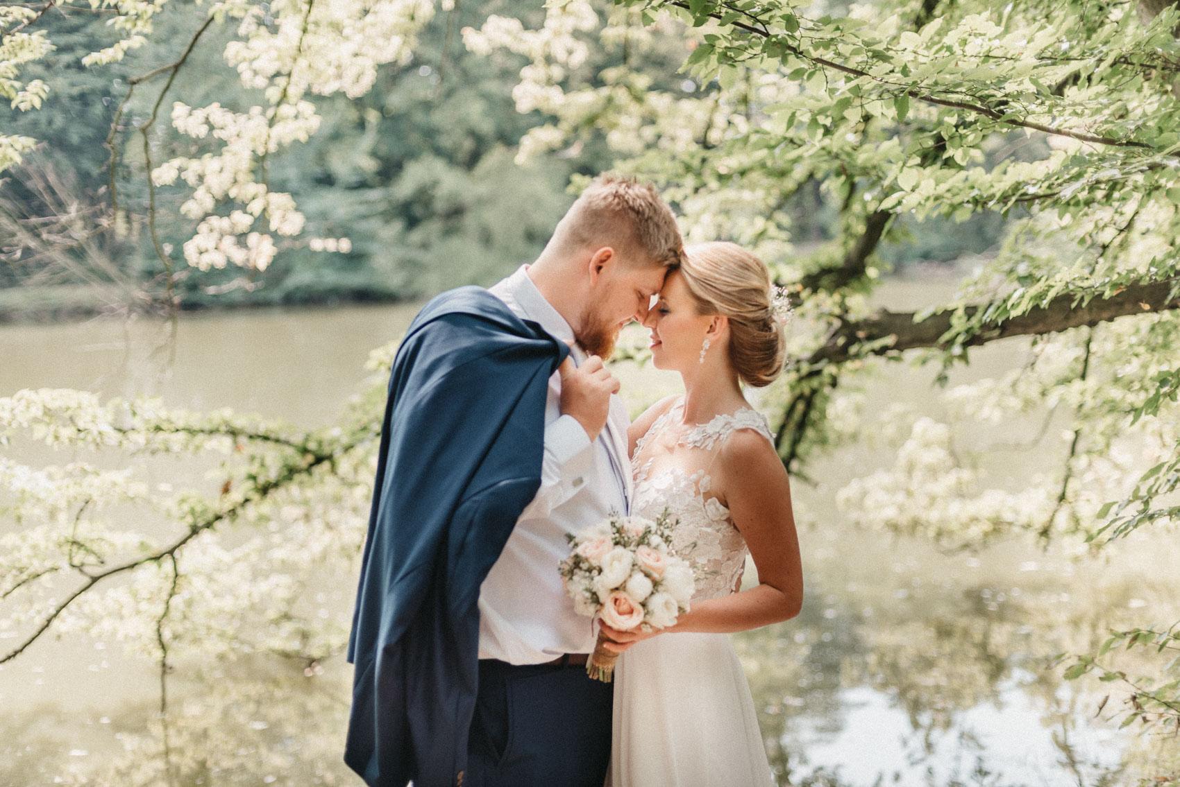 portréty novomanželů v klimkovickém parku 2
