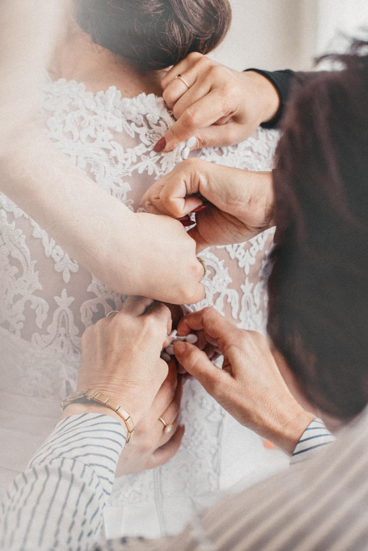 svatba v chalupkach šaty nevěsty