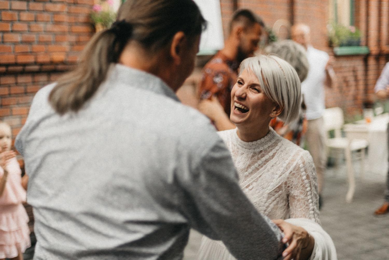 První tanec v Hogo Fogo Bistru