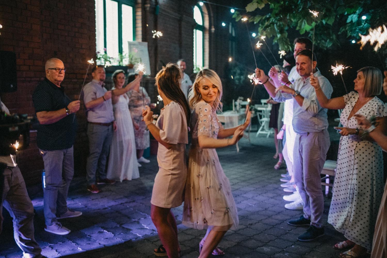 Tanec s prskavkama v Hogo Fogo Bistru